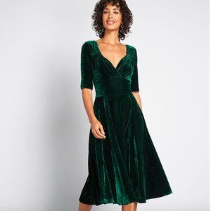 ModCloth Collectif Green Velvet Vixen Dress